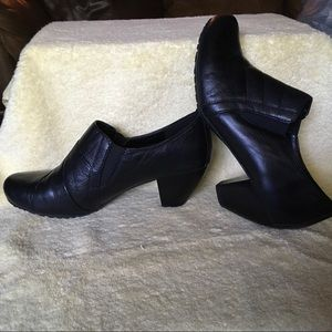BareTraps Black Leather Slip-on Booties